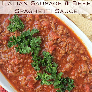 {Slow Cooker} Italian Sausage and Beef Spaghetti Sauce.
