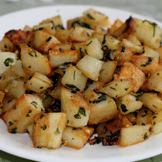 Potatoes Sauted With Garlic and Cilantro - Batata ma3 Kizbra.