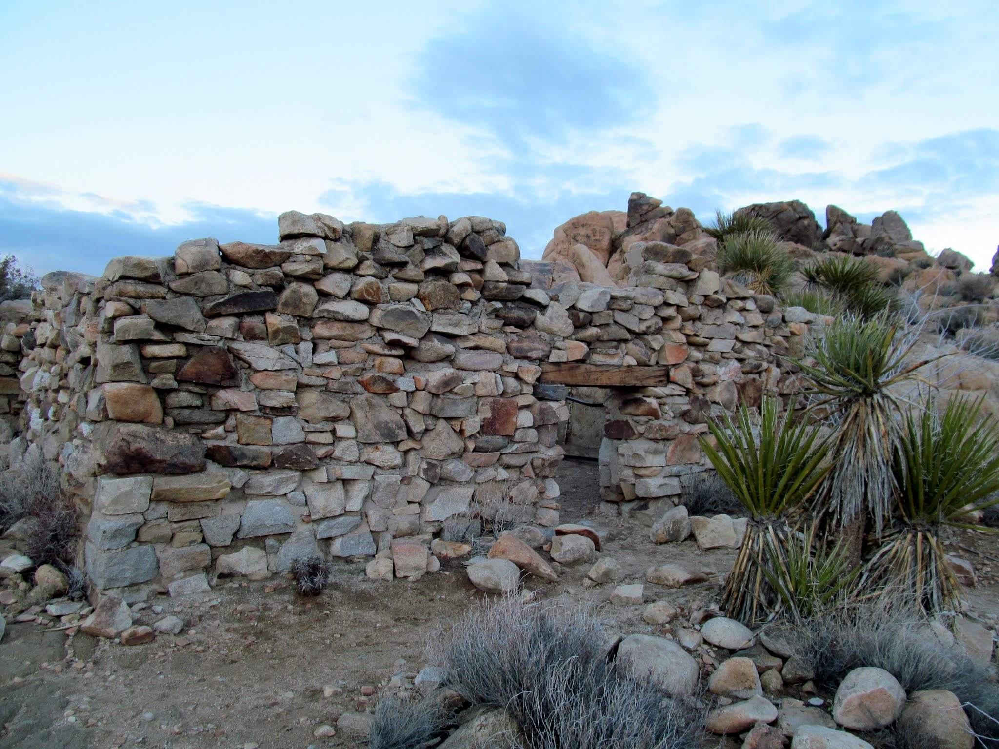 Photo: Stone building near Desert Queen Mine
