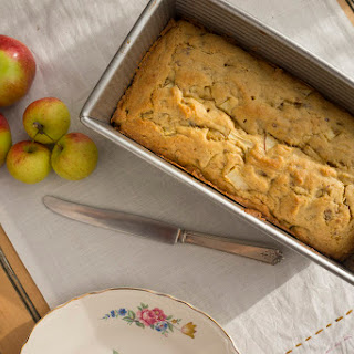 Nini's Apple Bread