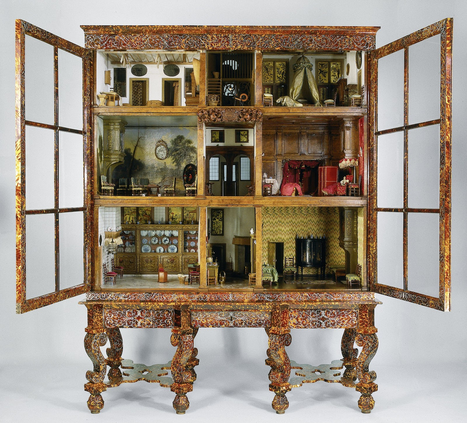 So famous they're not really hidden gems, the Rijksmuseum's Dolls' Houses are more like museum highlights.