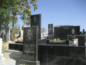 Photo: Samarkand - Soviet graves