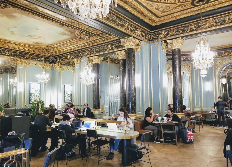 Paris/パリ Starbucks/スタ―バックスの内装 capcine/カプシーヌ通りOpera/オペラ店