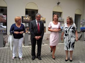 Photo: Bal oldalon Zuzana Kósová, az iglói Abelo Utazási Iroda vezetője (Zimná utca 58., a város főterén)