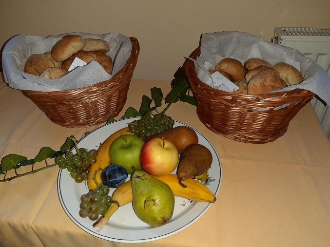 A képen étel, beltéri, fal, tányér látható Automatikusan generált leírás