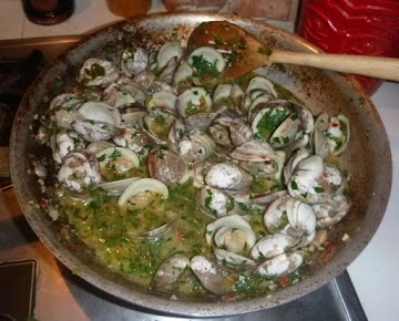 Amazing Linguine And Clam Sauce With Spring Onions Recipe