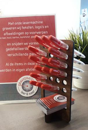 School en kantoor - houder voor pennen en naamkaartjes - in diverse soorten hout en met logo verkrijgbaar