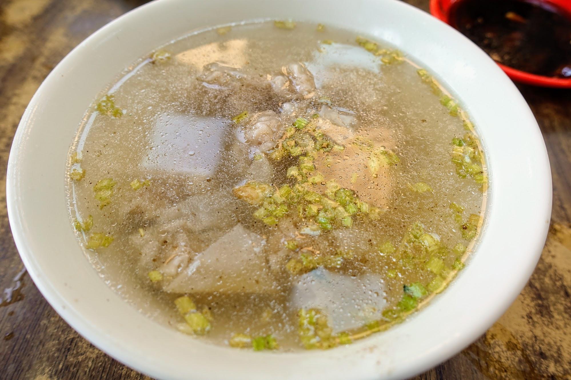 餛飩湯,胡椒根本免錢啊XDDD 是好喝,但是喝完嘴巴好乾