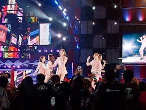 Photo: 4Minute performing 'Heart to Heart' with much fan love!