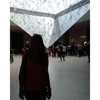 #Paris #parigi #france #memories #souvenir #throwback #sharetravelpics #igersparis #instaparis #iloveparis #loveparis #travel #lovetravel  #wanderlust  #takemeback #miss  #lov #endlesslove #dream #museedulouvre #louvre #shadow #me #girl #takemeback #piram di giada_siri