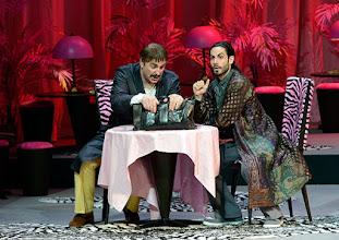 Photo: WIENER STAATSOPER: DON PASQUALE. Inszenierung: Irina Brook. Premiere: 26.4.2015. Michele Pertusi, Alessio Arduini. Copyright: Barbara Zeininger.