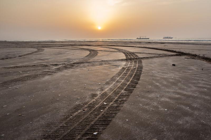 curve sulla sabbia  di Lizzi