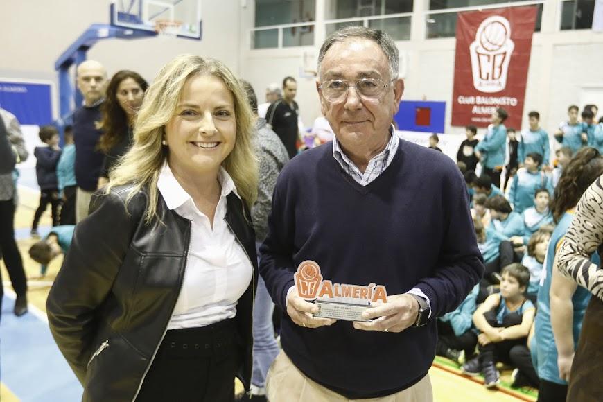 María Luisa Cruz en la entrega de premios.
