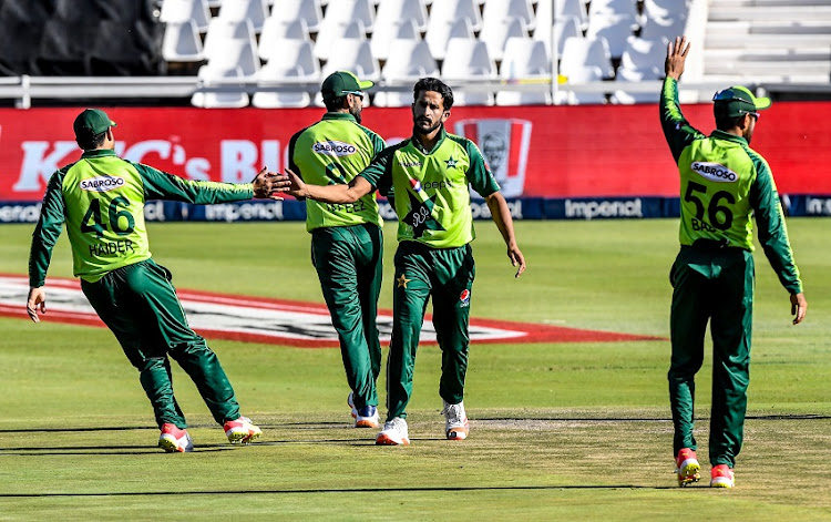 Pakistan players celebrate the dismissal of Heinrich Klaasen of South Africa during the 2nd KFC T20 International match between South Africa and Pakistan at Imperial Wanderers Stadium on April 10, 2021 in Johannesburg, South Africa.