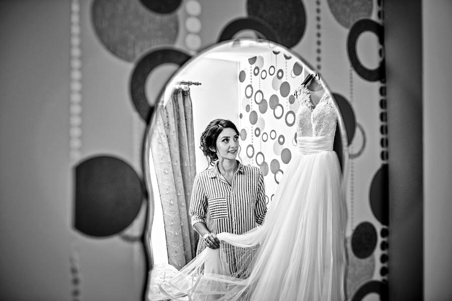 Wedding photographer Marius Marcoci (mariusmarcoci). Photo of 26.03.2017