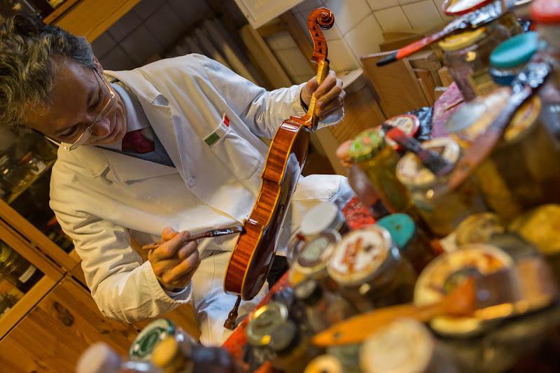 Violin Maker di fedevphoto