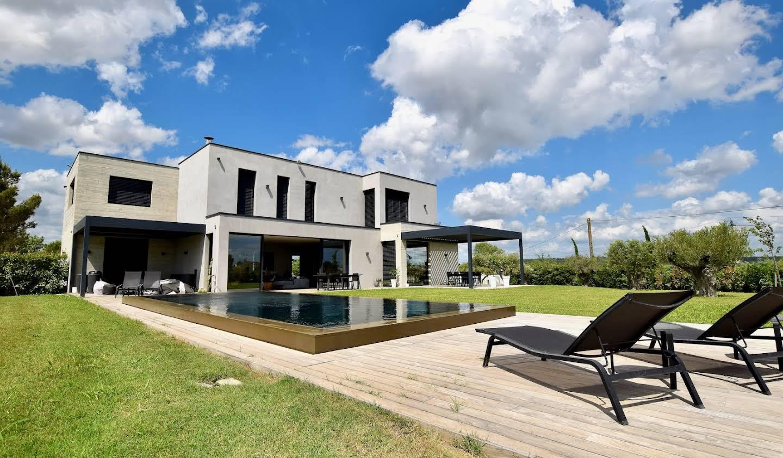Maison contemporaine avec piscine et jardin Uzès