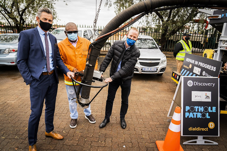 From Left to Right: Dialdirect's Bradley Du Chenne, Joburg Mayor Geoff Makhubo, and Discovery Insure Chief Executive Officer, Anton Ossip, at the launch of Pothole Patrol in Lenasia.