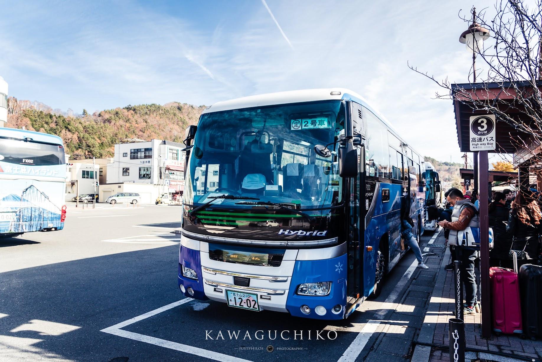 搭乘高速巴士前往河口湖是最快速與直接的方式。