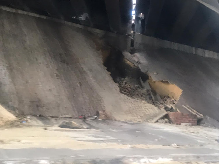 Pavement bricks under the M1 South, Booysens off ramp, bridge have dislodged.