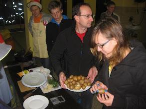 Photo: Vsaki ekipi toliko krompirja!