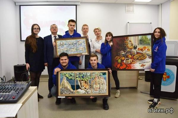 Искусство лечит: ВГИИК передал в дар волгоградской больнице картины