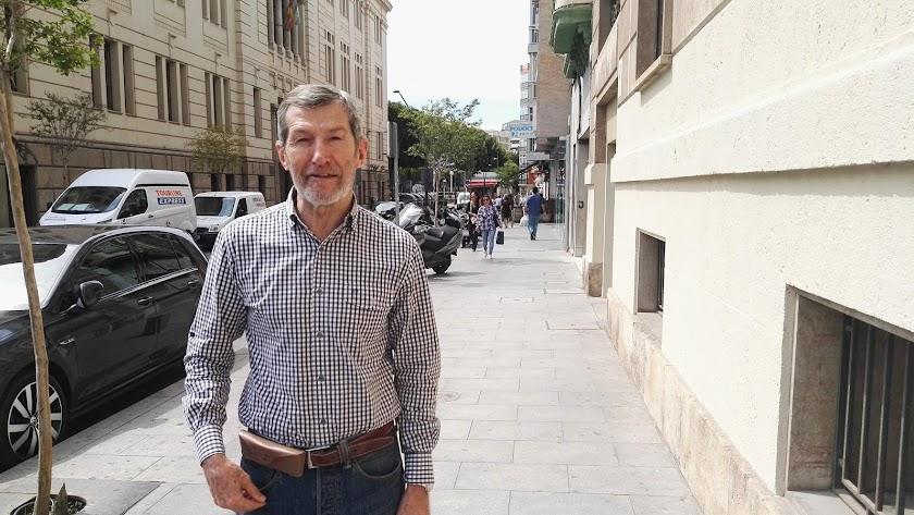 Julio Rodríguez en la calle Javier Sanz de Almería en 2016.