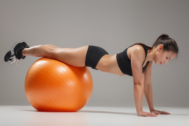 how to use an exercise ball for abs