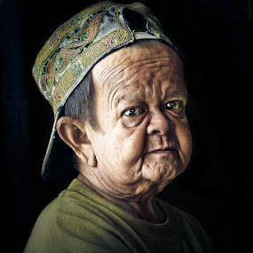 The Face of Gentleness by Izhar  Hj.Ishak - People Portraits of Men ( face, people )