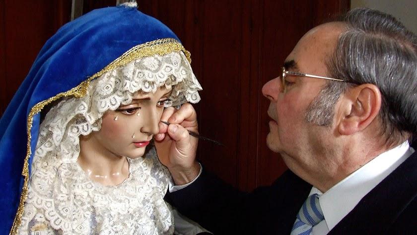 Dubé de Luque ante la Virgen de la Merced. Imagen que regaló a Prendimiento.
