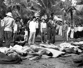 Photo: Một số công nhân kênh đào 23 bị giết bởi Việt Cộng. Ấp Tân Hương, huyện Bến Tranh, tỉnh Đình Trường, Nam Việt Nam. http://www.vietnam.ttu.edu/virtualarchive/items.php?item=va004316
