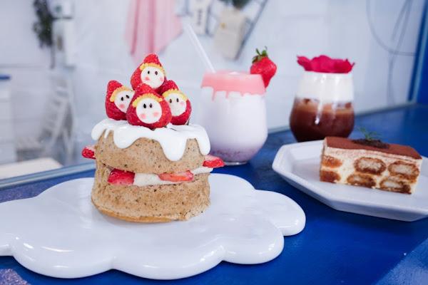 台中市北區 有點甜 Cafe a little sweet 巷弄裡的藍白色美拍甜點店 少女心爆棚