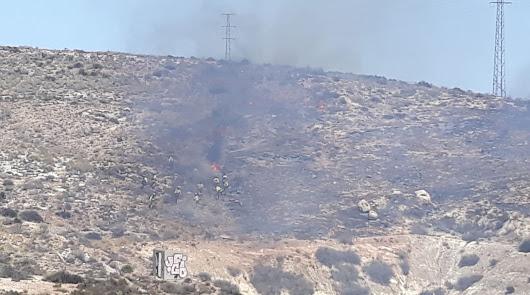 El Infoca da por controlado el incendio de la Serrata de Níjar