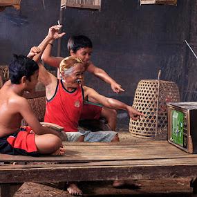 Watching soccer by Basuki Mangkusudharma - People Street & Candids ( soccer )
