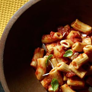 Rigatoni with Spicy Tomato Sauce