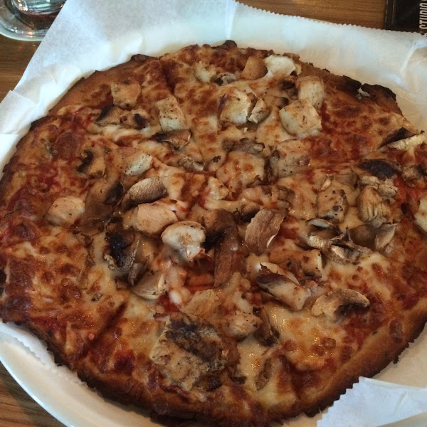 Gf pizza with mushrooms and grilled chicken.