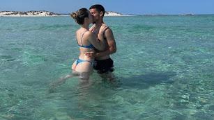 Robertone disfruta de las vacaciones con su pareja en Ibiza.
