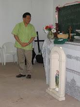 Photo: Minister schenkt Christusbeeld