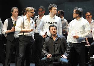 Photo: LES CONTES D'HOFFMANN im Theater an der Wien. Regie: Roland Geyer. Premiere: 4.7.2012. Arturo Chacon-Cruz. Foto: Barbara Zeininger