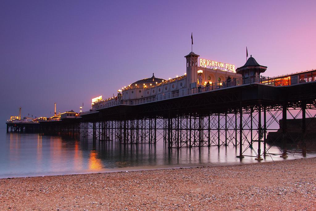 File:Brighton Pier at dusk.jpg - Wikimedia Commons