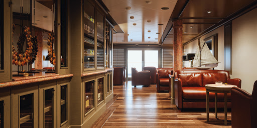 Silver-Muse-Connoisseur.jpg - Gather your friends at Connoisseur to sip fine whiskey or Cognac on Silversea's newest ship, Silver Muse.