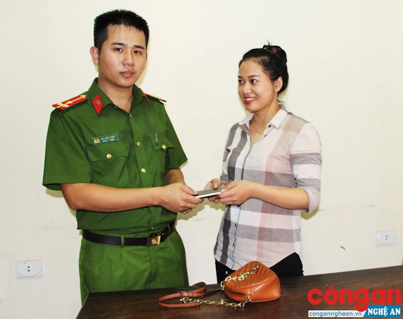 Công an huyện Diễn Châu tổ chức trao trả tài sản cho bị hại