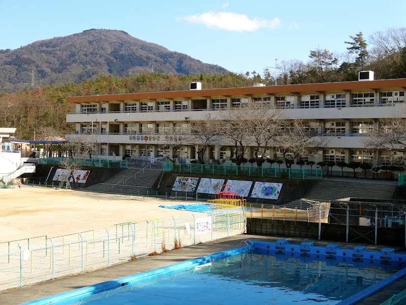 Photo: 呉市立昭和中央小学校 呉市焼山中央4丁目1-1 Showa-chuo Elementary School http://www.panoramio.com/photo/86553027