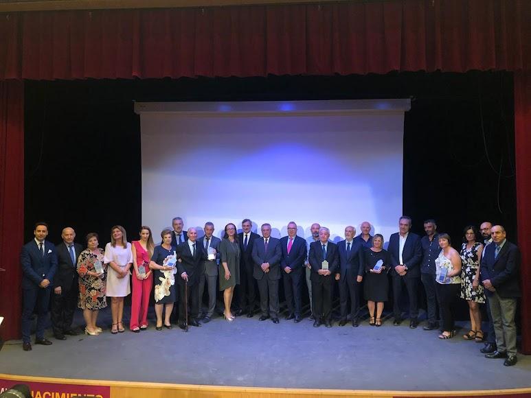 Foto de familia de premiados y organizadores de los VI Premios Nacimiento.