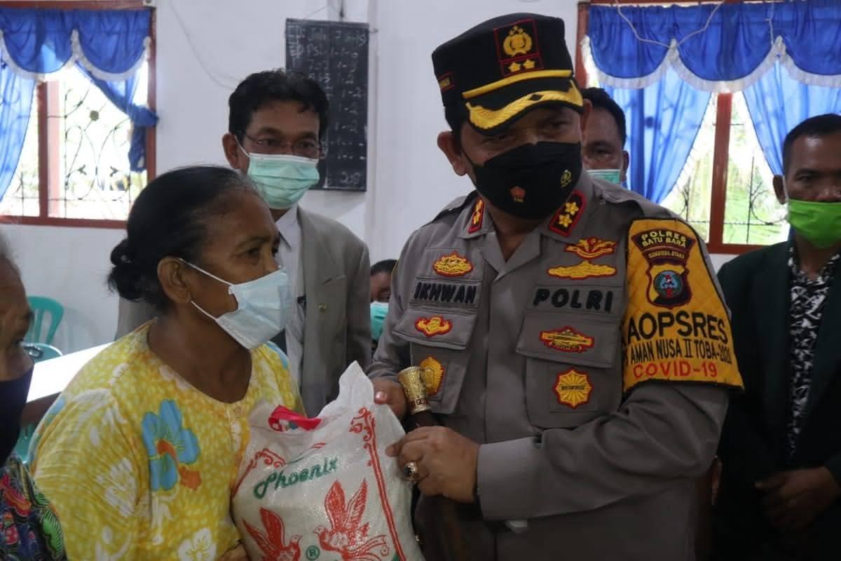 Beri Bantuan Bersama KSJ, Kapolres dan Istri Kunjungi Kampung Batak Paling Terisolir