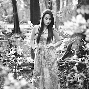 beauty in black & White by Gideon Sooai - People Portraits of Women