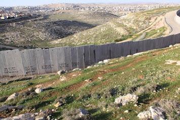 Westbank Barrier bei Ramallah.jpg