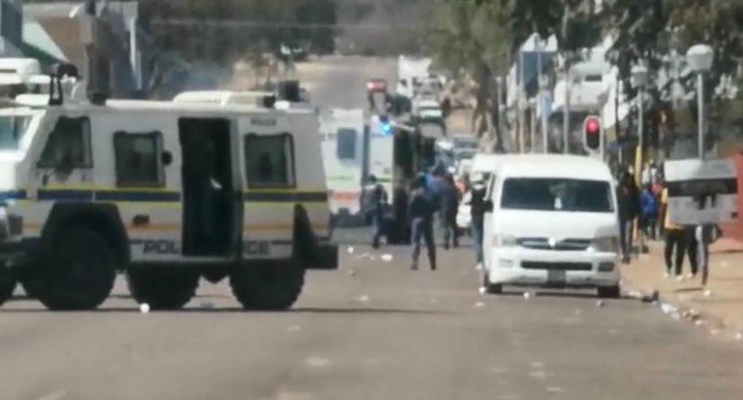 KYK | Geweld ontstaan in Mokopane met oproepe om die burgemeester - SowetanLIVE Sunday World - te verwyder