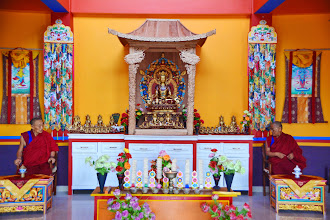 Photo: On May 21, 2014, the day before Yuan Yuan members' leaving for the USA., His Holiness Menri Trizin Rinpoche and His Eminence Menri Ponlob Rinpoche ended a well-wishing parting ceremony given specially for all five YYEF members.