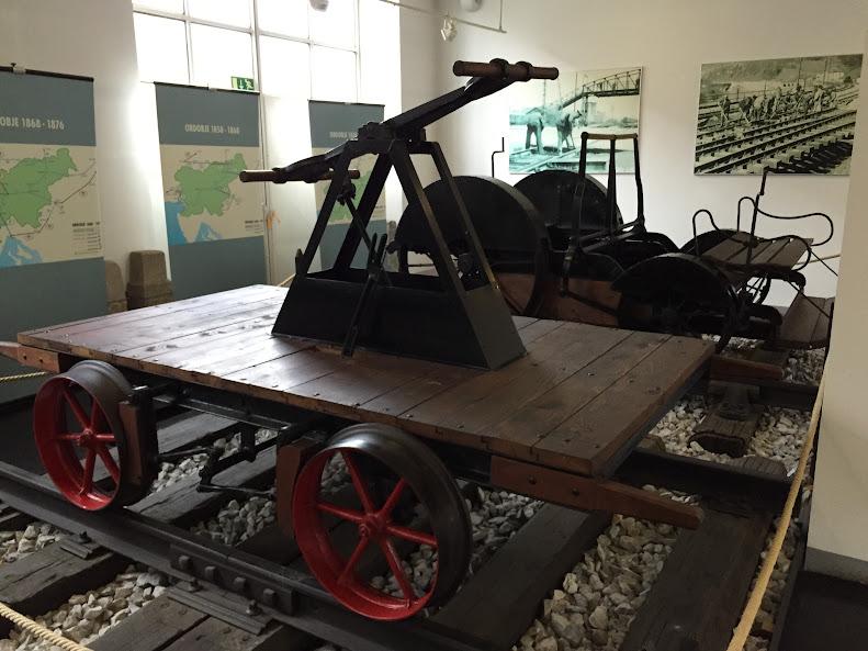 リュブリャナ 鉄道博物館 手漕ぎ式のトロッコ
